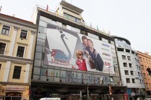 Práce je zaměřena na to, jaké motivy a jaká témata se ve veřejných prostorech českých měst vyskytují, jakým způsobem tyto obrazy dotváří vizualitu města.