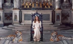 Tvorba zpěvačky Lany Del Rey prohlubuje a rozšiřuje kategorii kýče a staví ji do mnohem příznivějšího světla, než v jakém ji estetické myšlení většinou nahlíží.