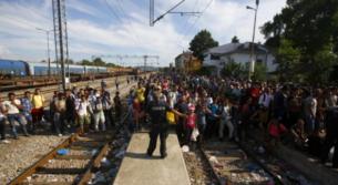 Vizuální reprezentace uprchlické krize ve zpravodajské fotografii umožňuje médiím pracovat ve jménu exkluze či inkluze uprchlíků z/do majoritní společnosti. Jaké jsou rozdíly redakční strategie a diskurzivní praxe mezi deníky Aktuálně.cz, Der Kurier a Die Süddeutsche Zeitung?